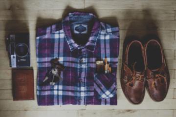 4 tipuri de outfituri cu pantaloni şi cămăşi cu mânecă scurtă pentru bărbaţi, pe care le vei folosi zi de zi